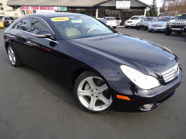 2006 MERCEDES-BENZ CLS-CLASS CLS500 4-DOOR COUPE capri blue metalic sporty sedan a true conoisseur