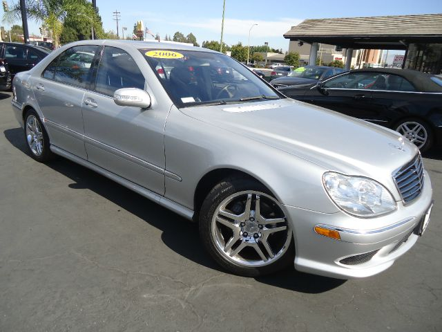 2006 MERCEDES-BENZ S-CLASS S500 4DR SEDAN silver looking for luxury safety and comfort  look no f