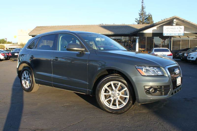 2009 AUDI Q5 32 QUATTRO AWD PREMIUM PLUS 4DR gray this q5 audi is a beauty32 liter naturall