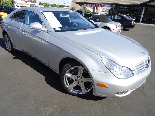 2007 MERCEDES-BENZ CLS-CLASS CLS550 4-DOOR COUPE iridium silver metalic clean carfax financing ava