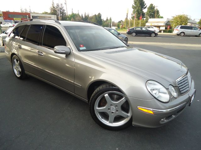 2004 MERCEDES-BENZ E-CLASS E500 4MATIC  WAGON silver abs - 4-wheel air suspension - rear anti-t