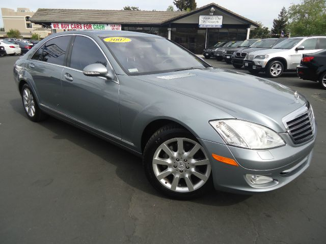 2007 MERCEDES-BENZ S-CLASS S550 4DR SEDAN silver fully loaded  low miles premium package with