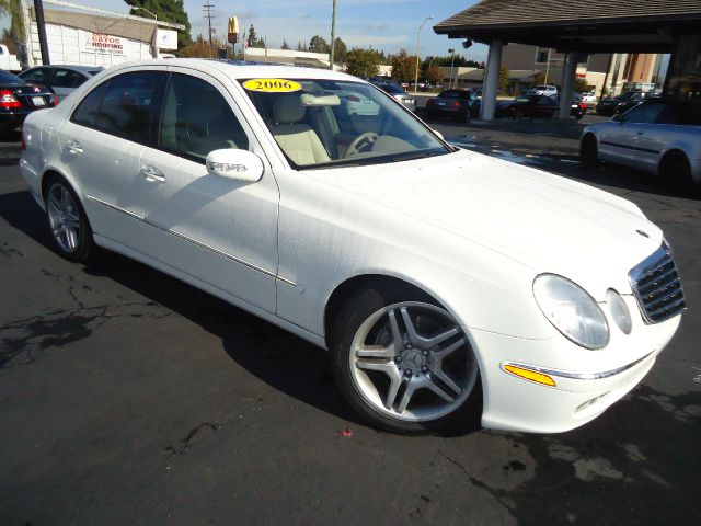 2006 MERCEDES-BENZ E-CLASS E500 4DR SEDAN white beautiful color combination this 2006 mercedes