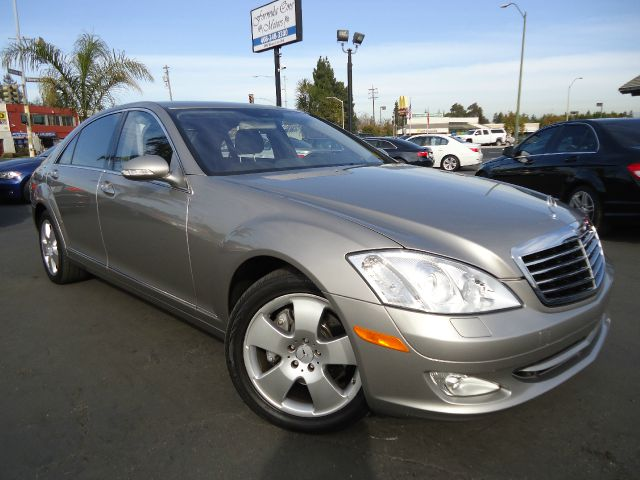 2007 MERCEDES-BENZ S-CLASS S550 pewter this is the clean car fax with no accident the optional eq