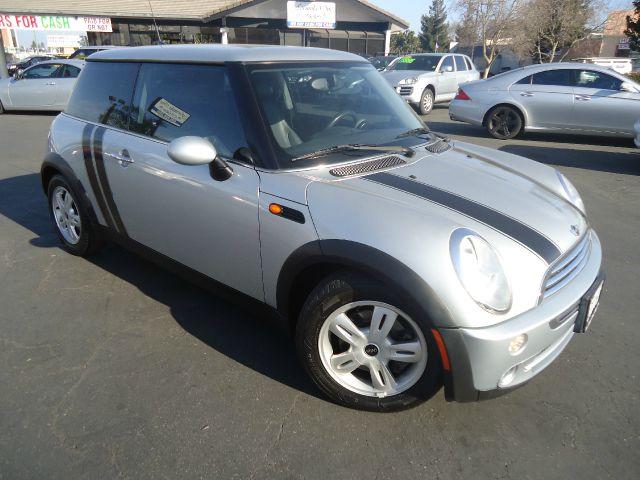 2006 MINI COOPER BASE 2DR HATCHBACK silver low miles gas saver excellent performance  16-li