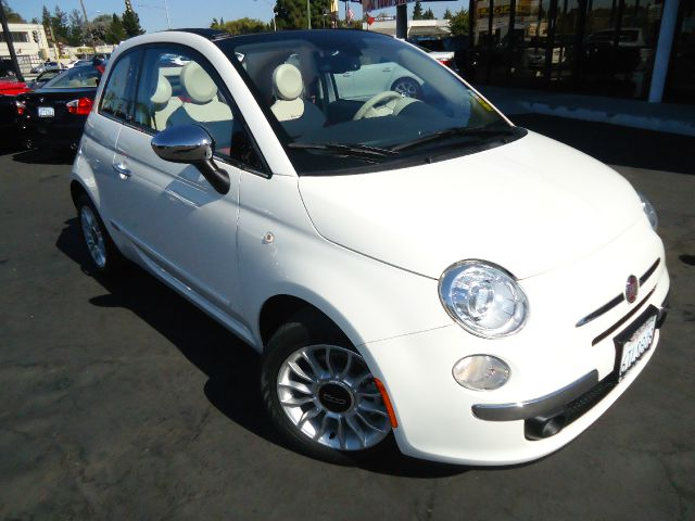 2012 FIAT 500 LOUNGE CONVERTIBLE white this is a 1 owner clean car fax beautiful white with red a