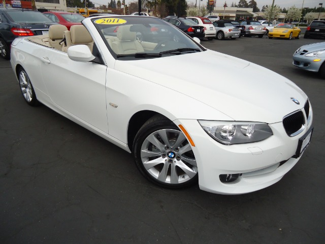 2011 BMW 3 SERIES 328I CONVERTIBLE - SULEV mineral white metalic one owner car perfect  carfax ca