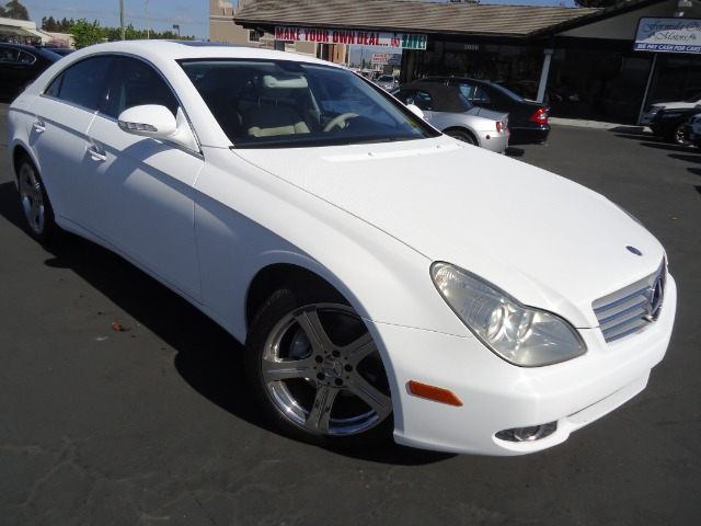 2006 MERCEDES-BENZ CLS-CLASS CLS500 4-DOOR COUPE carbon fiber white sport pkg navigation clean c