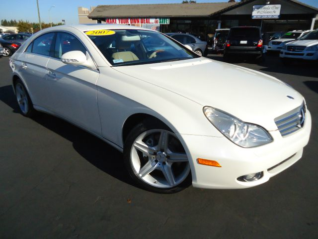 2007 MERCEDES-BENZ CLS-CLASS CLS550 4-DOOR COUPE designo pearl  white clean car fax 2 owner previo