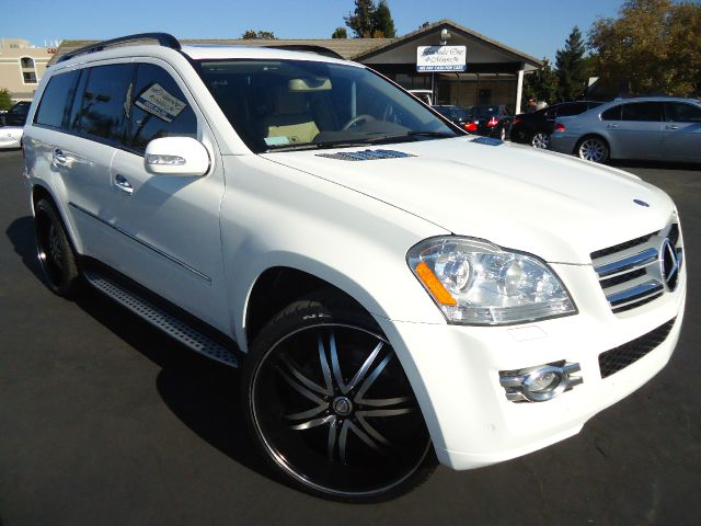 2007 MERCEDES-BENZ GL-CLASS GL450 alabaster white this is a clean car fax with no accident in car
