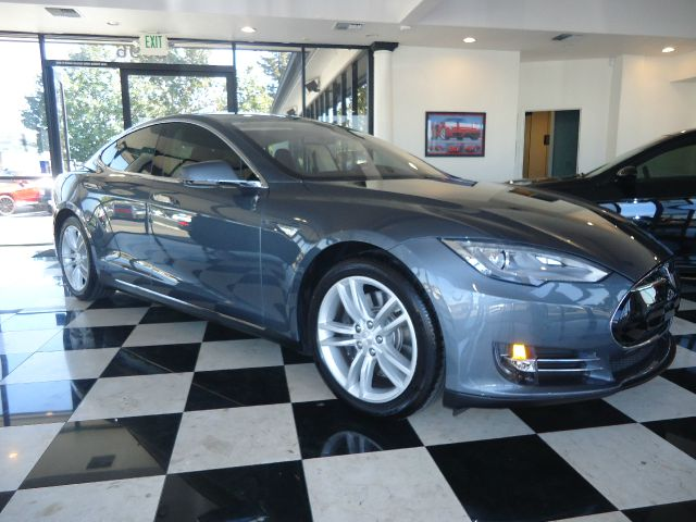 2014 TESLA MODEL S BASE 4DR SEDAN 85 KWH silver immaculate condition 85 kwh battery with 8 yea