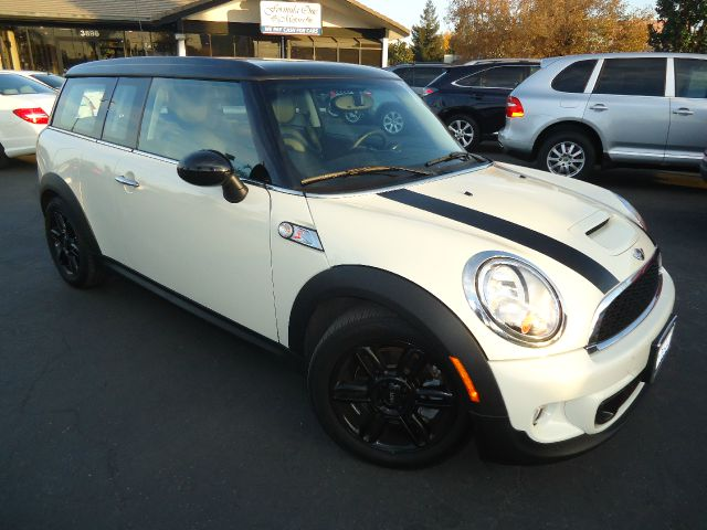 2013 MINI CLUBMAN COOPER S 2DR WAGON white one owner california vehicle with factory warranty and