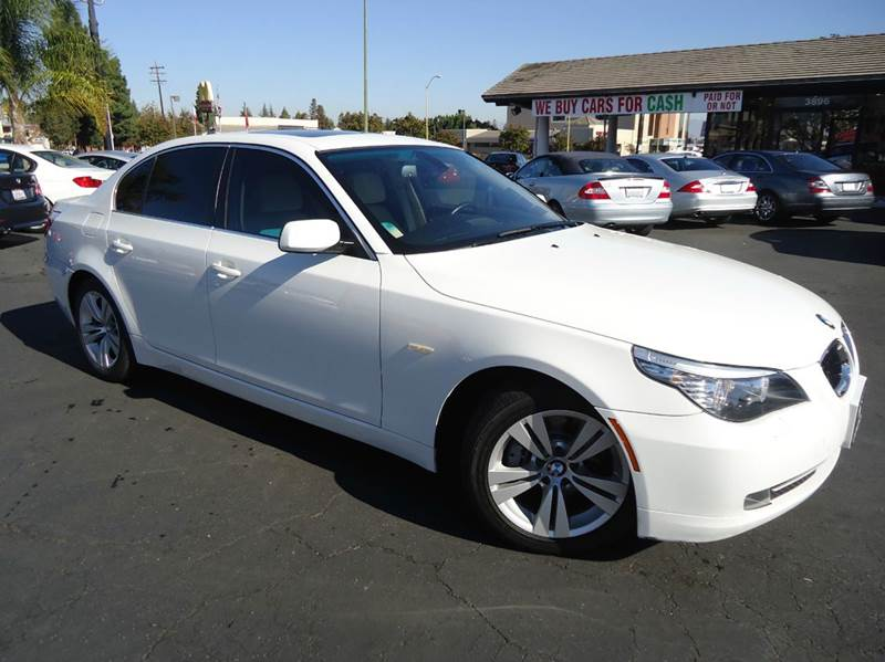 2009 BMW 5 SERIES 528I 4DR SEDAN white very clean vehicle clean carfax excellent color comb