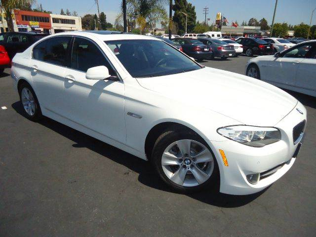 2013 BMW 5 SERIES 528I 4DR SEDAN white loaded navigation systemback-up camera premium