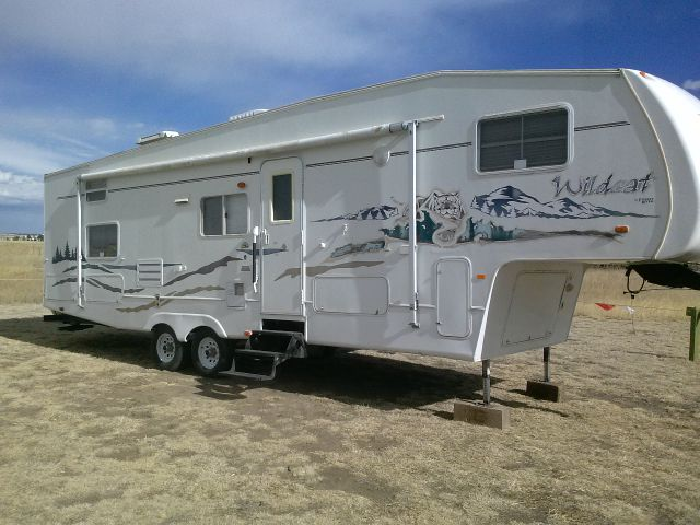 2005 Forest River Wildcat 31' 5th Wheel