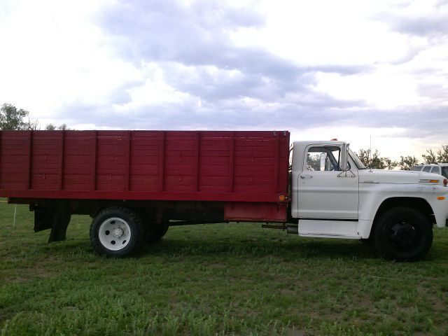 1970 Ford 5 Ton F600 5 Farm Truck