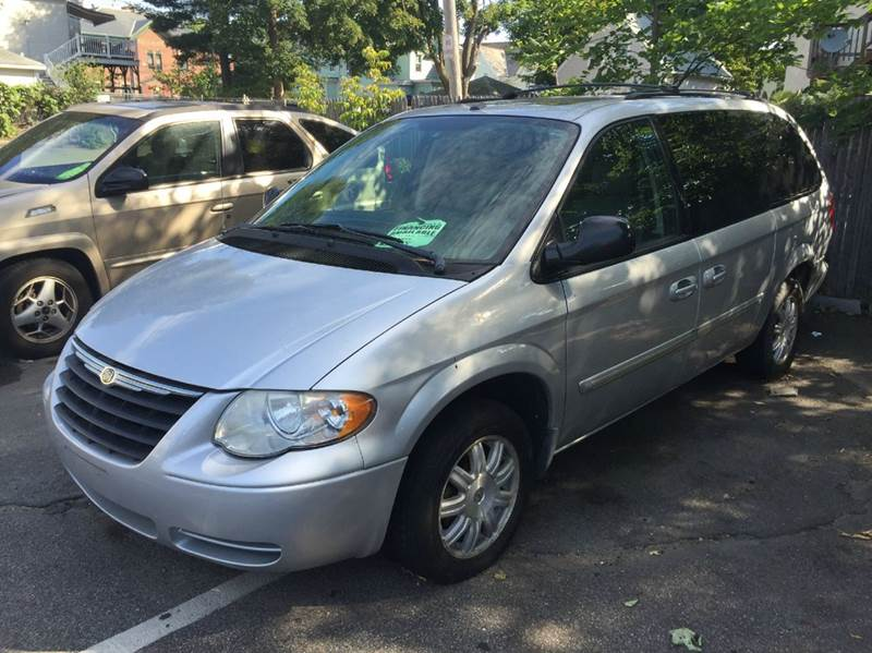 2006 Chrysler Town and Country Touring 4dr Extended Mini-Van - Brockton MA