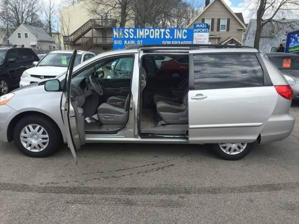 2009 Toyota Sienna LE 7-Passenger 4dr Mini-Van - Brockton MA