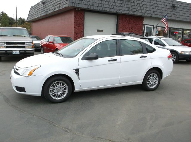 2008 FORD FOCUS SE SEDAN white great gas sipper all ready to go fully inspected by our ase certif