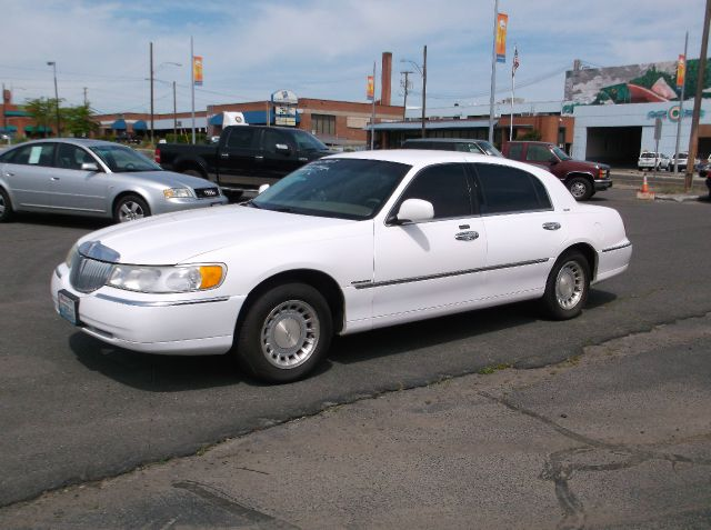 2000 LINCOLN TOWN CAR EXECUTIVE 4DR SEDAN white well maintained car with low miles for the year