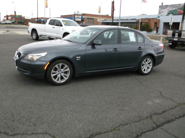 2009 BMW 5 SERIES 535XI gray what a beautiful car  from the 10 way power seat to the voice activa