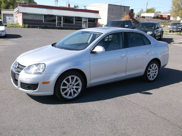 2006 VOLKSWAGEN JETTA 20T 4DR SEDAN 2L I4 6A silver super sharp jetta well equipped with leathe