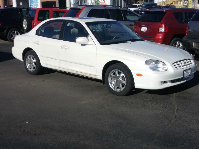 2000 HYUNDAI SONATA GLS 4DR SEDAN white plenty of room in this full sized sedan  nicely equipped