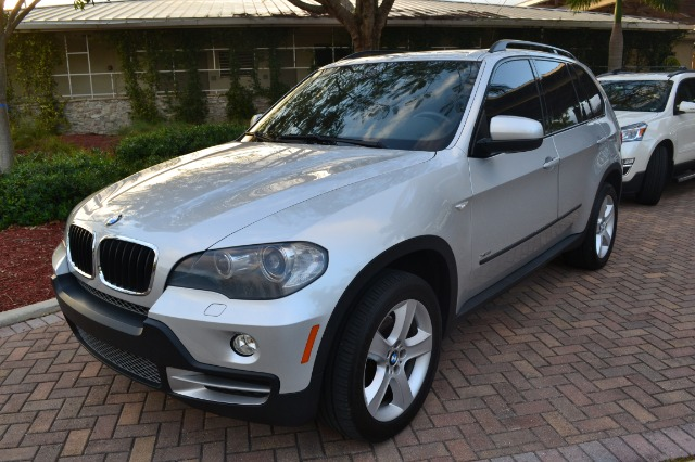 2009 BMW X5 XDRIVE30I silver this silver x5 is a great vehicle for the whole family the x5 is in