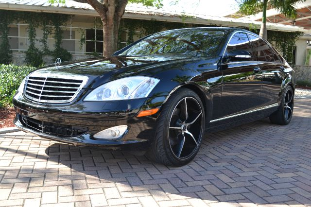 2007 MERCEDES-BENZ S-CLASS S550 black this sure is a beauty of a car this black on black s550 mer