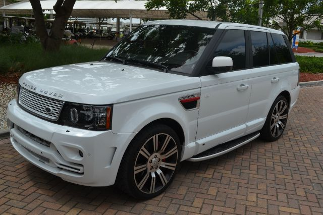2013 LAND ROVER RANGE ROVER SPORT SUPERCHARGED white this beautiful range rover is almost brand ne
