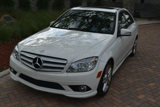 2010 MERCEDES-BENZ C-CLASS C300 LUXURY SEDAN white we have financing available for all yours finan
