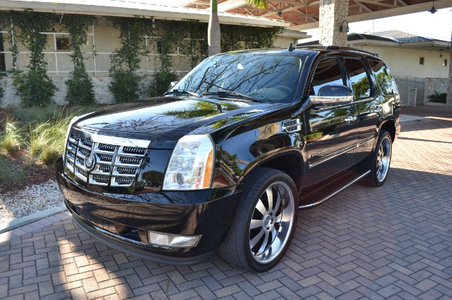 2007 CADILLAC ESCALADE AWD black g       all of our vehicles have a clean title  gtruly the be