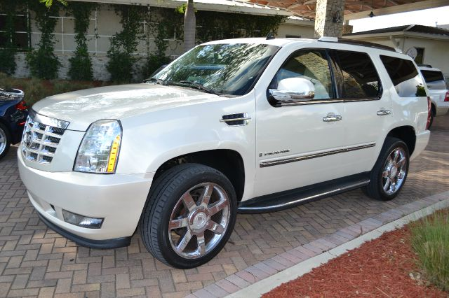 2007 CADILLAC ESCALADE AWD pearl this beautiful escalade is the perfect vehicle for you and your f