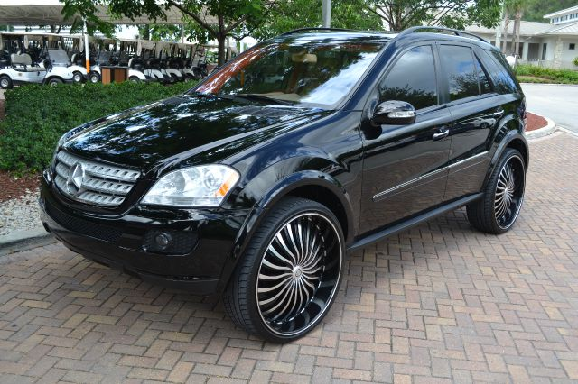2008 MERCEDES-BENZ M-CLASS ML350 black this costumed mercedes ml-350 is a thing of beauty packed