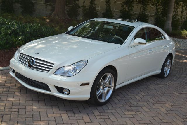 2008 MERCEDES-BENZ CLS-CLASS CLS550 4-DOOR COUPE white this gorgeous mercedes benz is in impeccabl