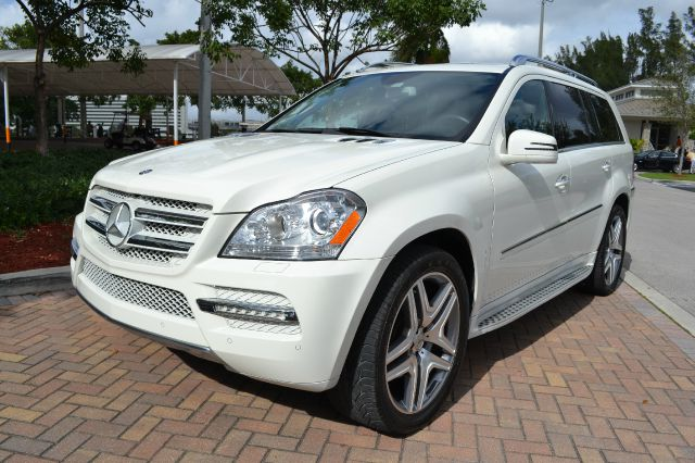 2012 MERCEDES-BENZ GL-CLASS GL450 4MATIC white this 2012 mercedes gl class is a thing of beauty t
