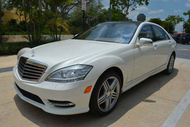 2013 MERCEDES-BENZ S-CLASS S550 4MATIC AWD 4DR SEDAN white dollars plus car truly has the lowest