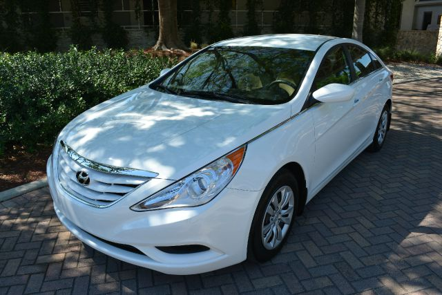 2011 HYUNDAI SONATA GLS 4DR SEDAN 6A white dollars plus car truly has the lowe