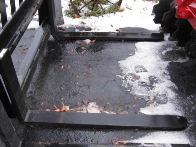 2015 Tomahawk pallet fork skid steer mount - Bath NY