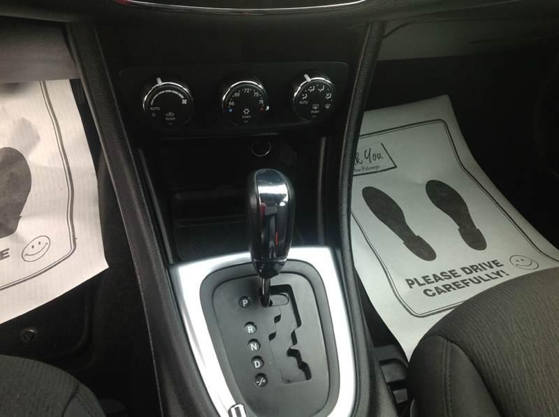 2013 Chrysler 200 Touring 4dr Sedan - Almont MI
