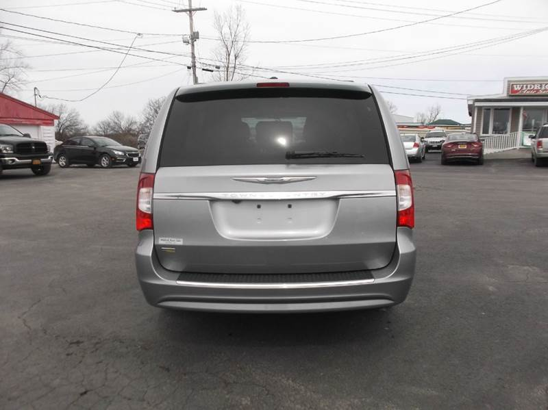 2016 Chrysler Town and Country Touring 4dr Mini-Van - Watertown NY