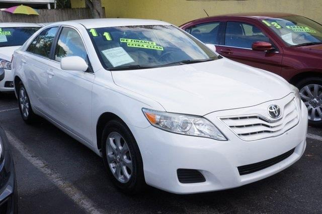 2011 TOYOTA CAMRY SE 4DR SEDAN 6M super white stick shift hurry in dont waste your chance at