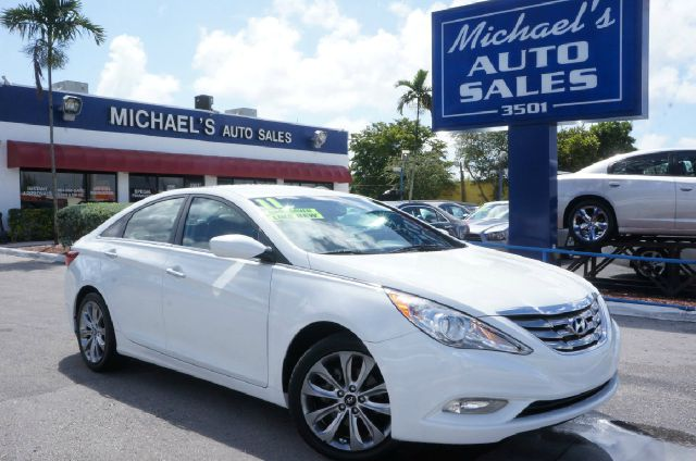 2011 HYUNDAI SONATA SE pearl white clean carfax 99 point safety inspection automatic