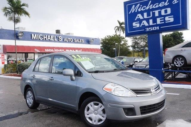 2011 NISSAN VERSA 18 S magnetic gray a great deal in hollywood my my my what a deal are yo