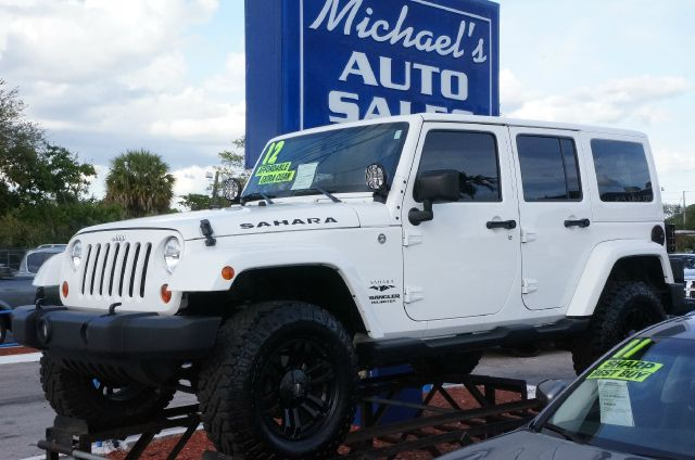 2012 JEEP WRANGLER UNLIMITED SAHARA bright white clearcoat 4x4 99 point safety inspection