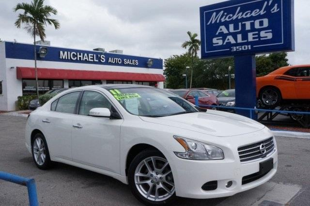 2011 NISSAN MAXIMA 35 S 4DR SEDAN winter frost pearl best color here it is michaels auto sal
