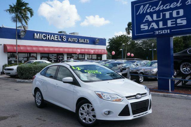 2012 FORD FOCUS SE oxford white 99 point safety inspection automatic and clean carfax