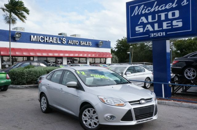 2012 FORD FOCUS SE ingot silver metallic if youre looking for comfort and reliability that wont