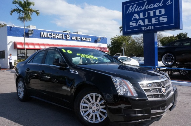 2010 CADILLAC CTS BASE black raven automatic clean carfax clean title and leather