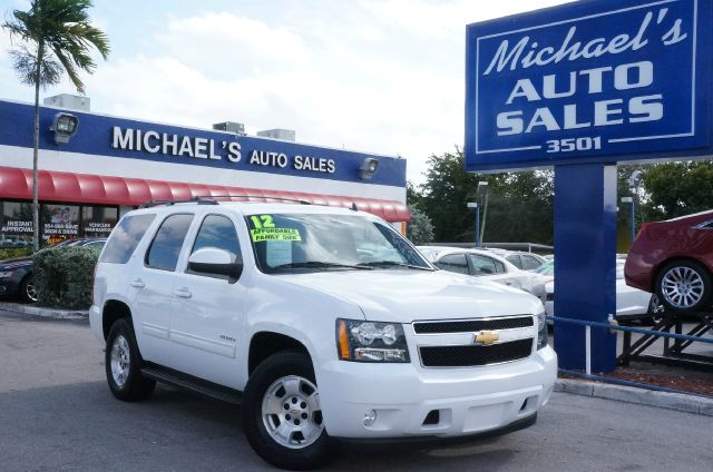 2012 CHEVROLET TAHOE LT summit white be the talk of the town when you and your kids roll down the
